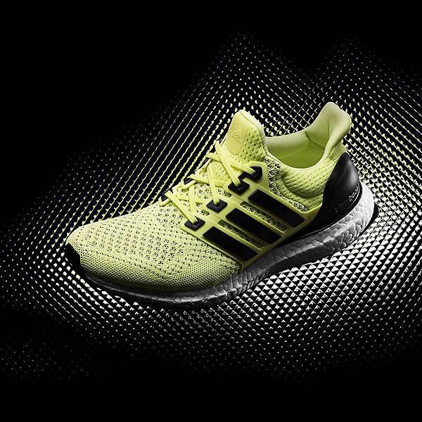 3.adidas Ultra BOOST 為極致科技與前衛外型的完美結合,相較於Energy BOOST 多了20%的BOOST 中底材質