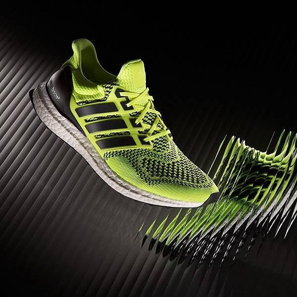 4.adidas Ultra BOOST PRIMEKNIT 鞋面採用混色編織設計,詮釋豐富而多變的都會跑格