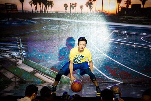 【1023 UNDER ARMOUR 活動照片】備受矚目的SC 30 籃球系列則由籃球新秀蔣淯安擔綱