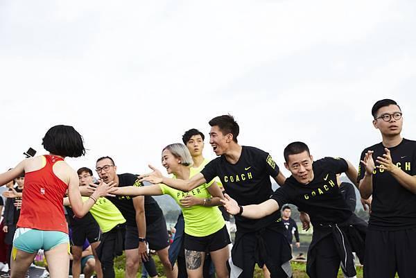 NRC配速員於終點前激勵女生跑者堅持完賽