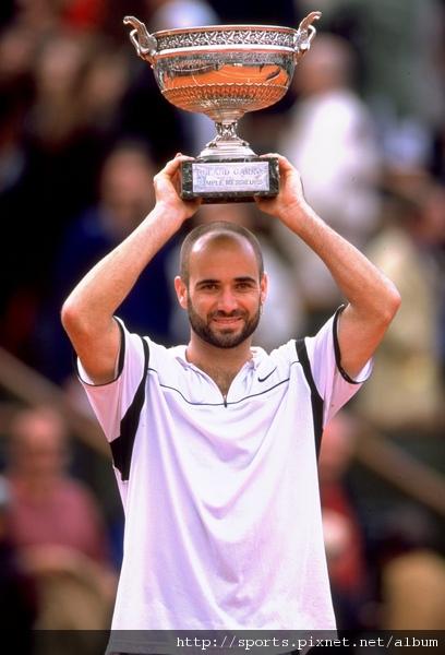 1999年法網冠軍   完成男子網球史上首位金滿貫成就