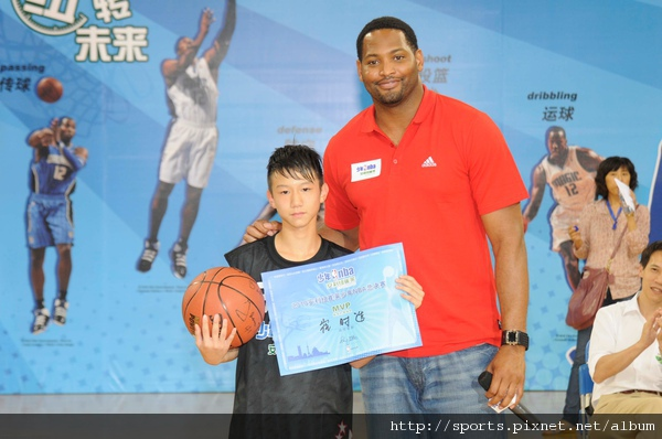 MVP崔時造(左)與Robert Horry(右).JPG