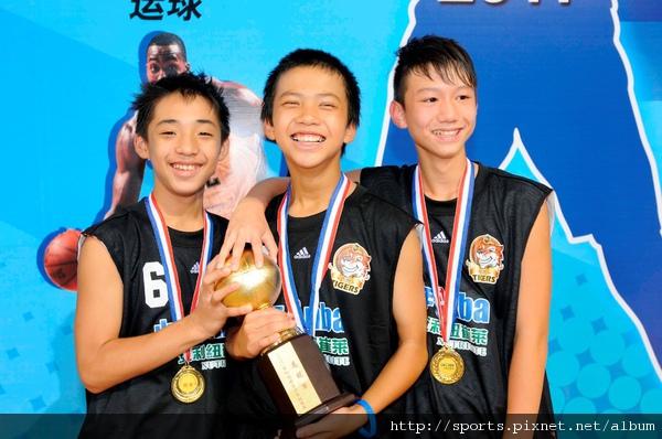 可前往洛杉磯看明星賽的三位台北代表李政賢、丁聖儒 、崔時造(由左至右).JPG