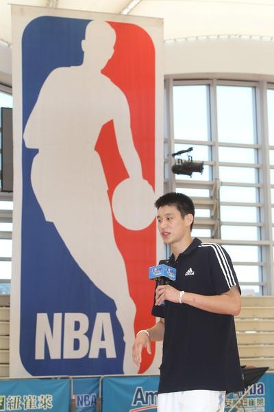 100729-NBA台灣第1人蒞臨安麗紐崔萊少年NBA訓練營現場.jpg