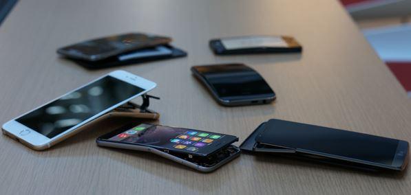 手機彎曲測試.JPG