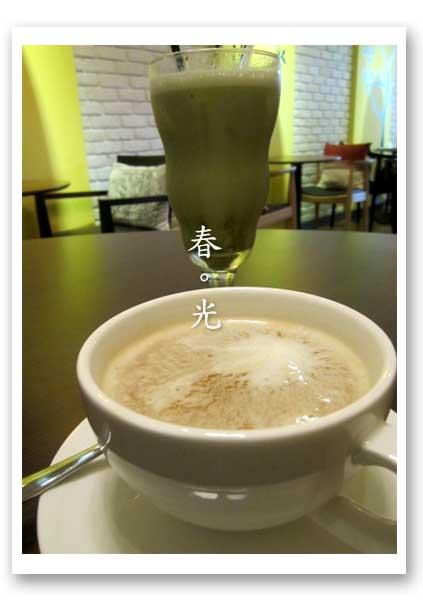 comma cafe1.jpg