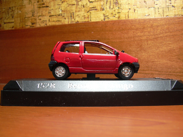 Twingo in red 2