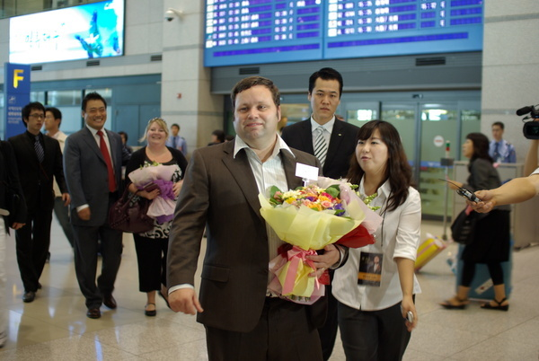 Paul in Seoul-Airport 1