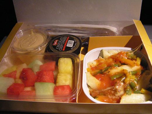 看起來很豐盛的飛機餐