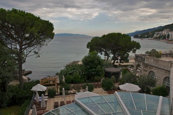 從飯店的陽台看海