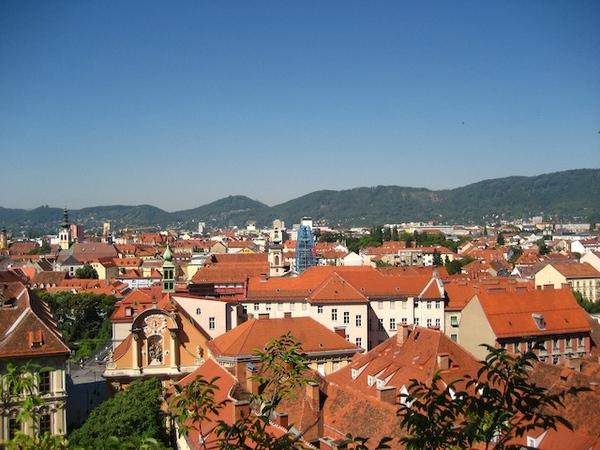 爬到山頂鳥瞰Graz