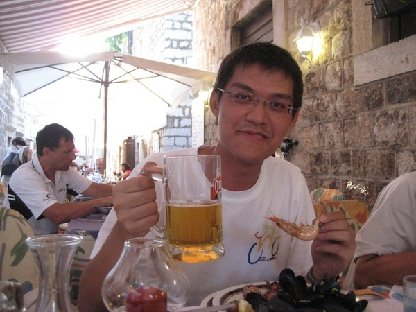 吃海鮮喝啤酒