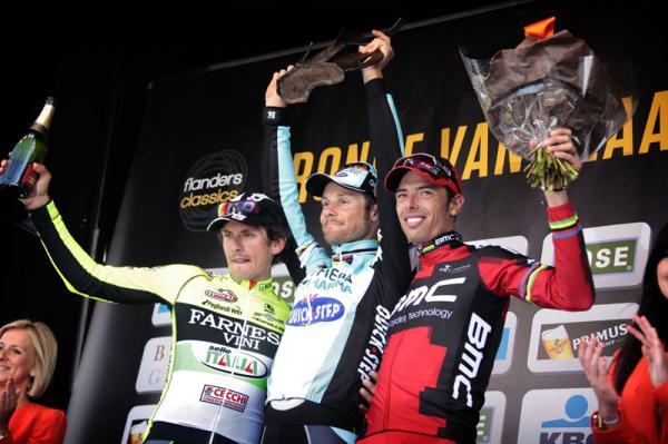 podium_flowers_600