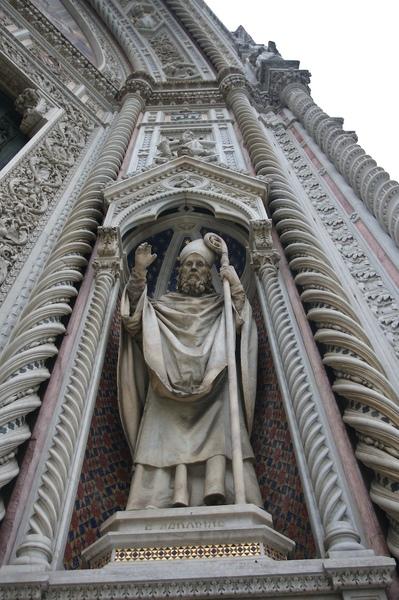 聖人的雕刻據說都是整刻石頭下去雕的