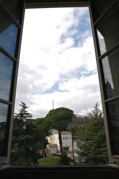 那根天線就是梵諦岡廣播電台