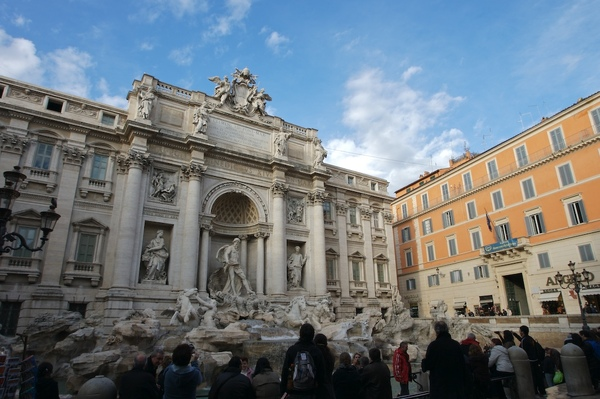 不能免俗,還是要丟一顆許願,順便看看還會不會再來羅馬