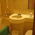 溫泉旅館的廁所都超小的