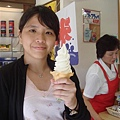 賣北海道超有名的200%牛奶冰淇淋!!!!!