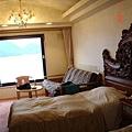 房間內是華麗復古風