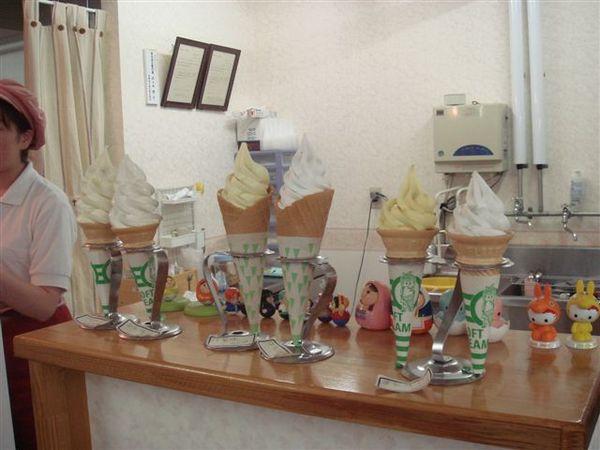 牧場賣的洋梨冰淇淋,樣品超像的