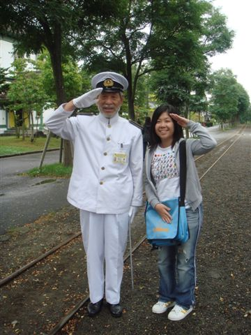 園區內的警衛! 好帥氣的海軍裝