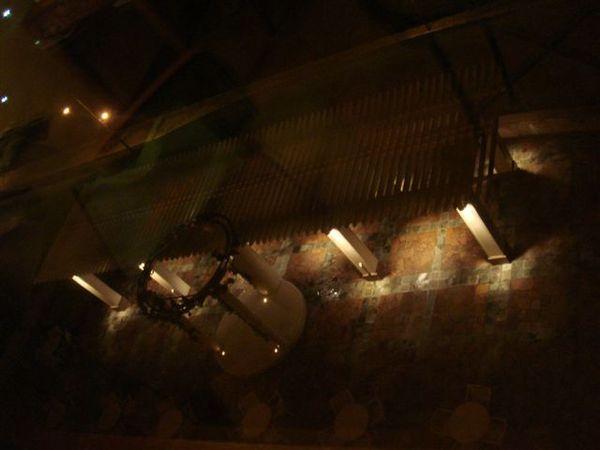 底下有露天咖啡座
