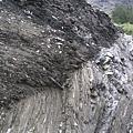 奇萊山的石頭都是很碎的片岩,很容易坍方