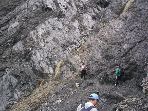 超碎片岩區,一直在崩落