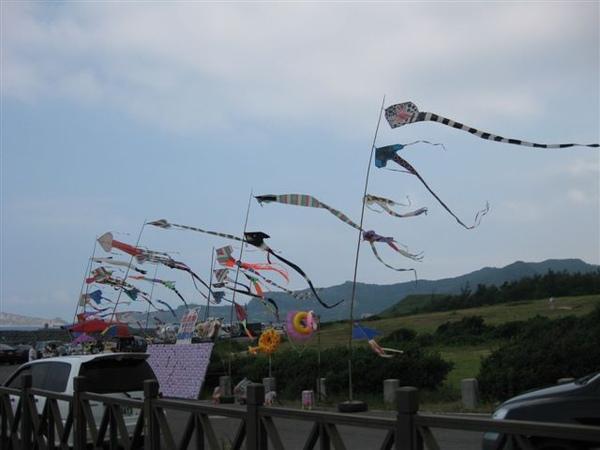 蠟燭台觀景台有好多風箏,是風大的地方