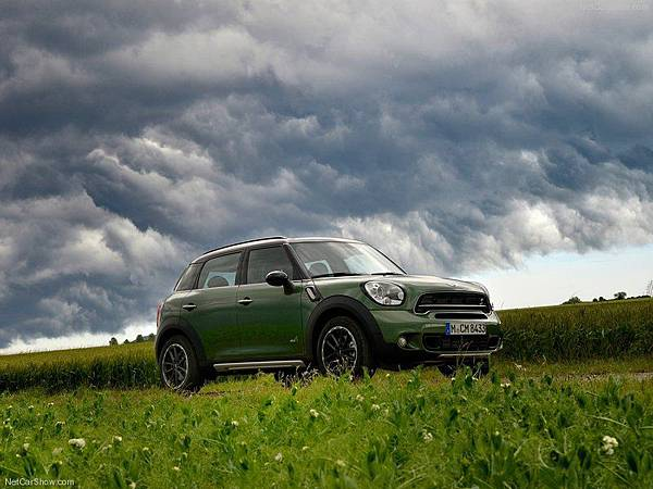 Mini-Countryman_2015_800x600_wallpaper_10