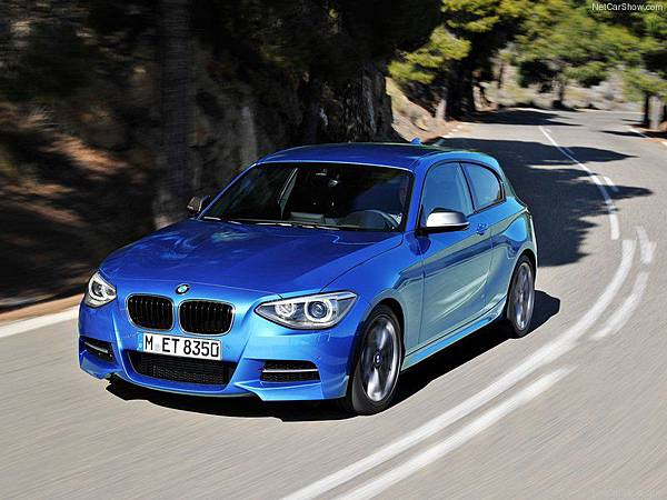 BMW-M135i_2013_800x600_wallpaper_04