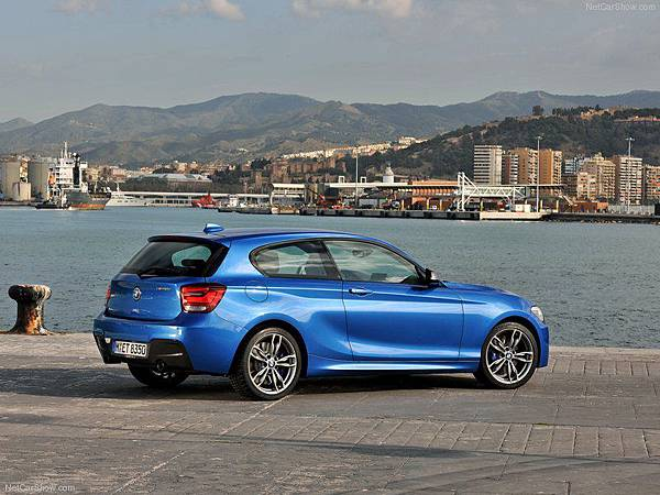 BMW-M135i_2013_800x600_wallpaper_4a