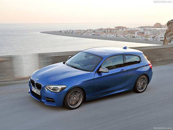 BMW-M135i_2013_800x600_wallpaper_0b