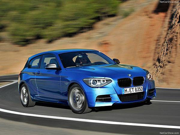 BMW-M135i_2013_800x600_wallpaper_02