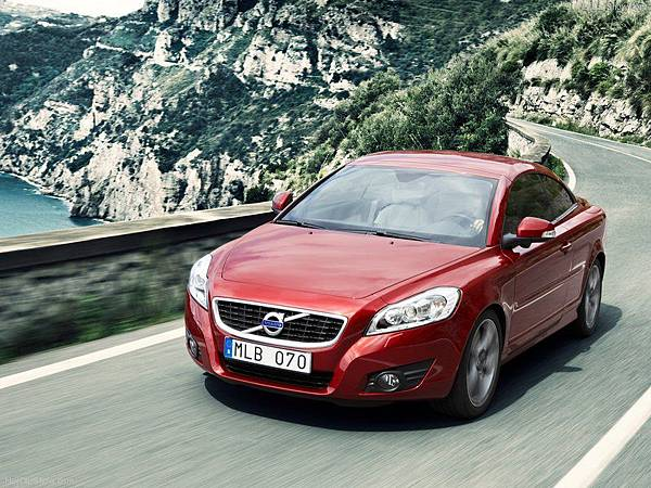 Volvo-C70_2010_800x600_wallpaper_03