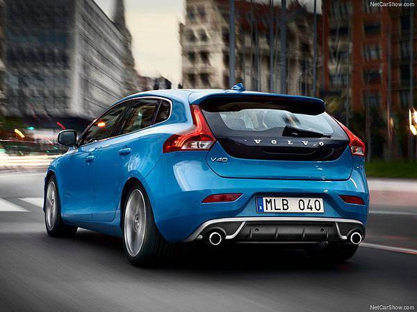 Volvo-V40_R-Design_2013_800x600_wallpaper_03