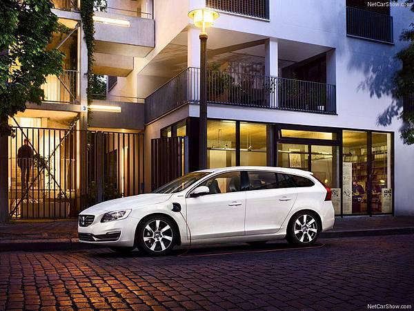 Volvo-V60_Plug-in_Hybrid_2014_800x600_wallpaper_01