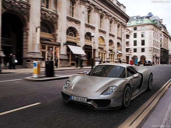 Porsche-918_Spyder_2015_800x600_wallpaper_07
