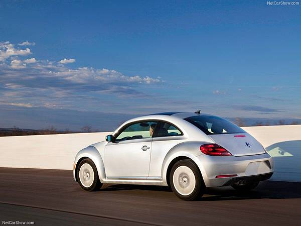 Volkswagen-Beetle_TDI_2013_800x600_wallpaper_03