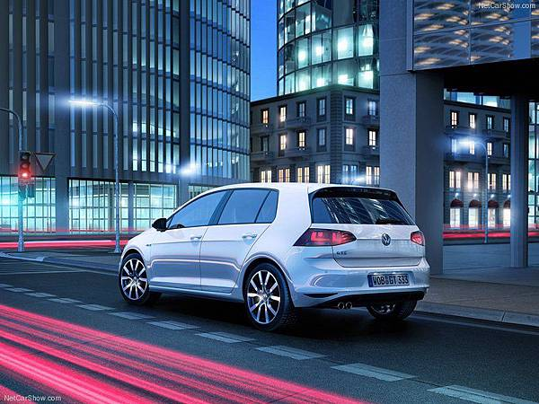 Volkswagen-Golf_GTE_2015_800x600_wallpaper_08