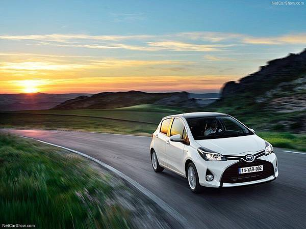 Toyota-Yaris_2015_800x600_wallpaper_06