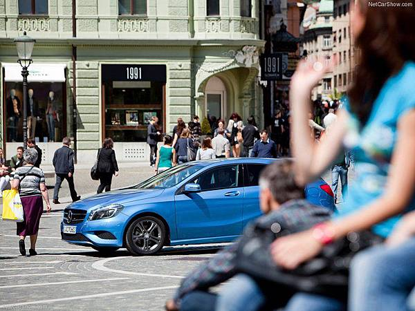 Mercedes-Benz-A-Class_2013_800x600_wallpaper_44