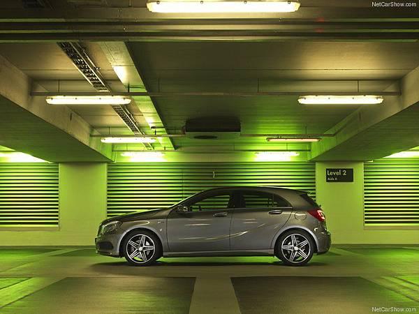 Mercedes-Benz-A-Class_AMG_Sport_2013_800x600_wallpaper_26
