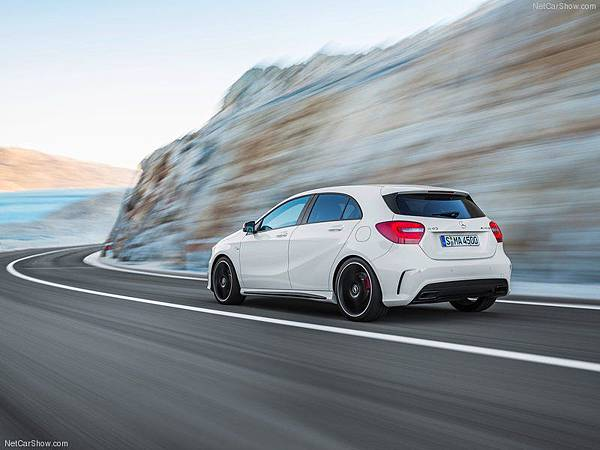 Mercedes-Benz-A45_AMG_2014_800x600_wallpaper_12