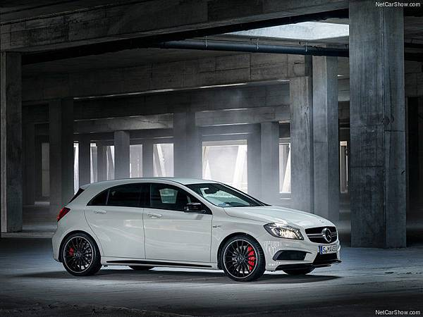 Mercedes-Benz-A45_AMG_2014_800x600_wallpaper_02