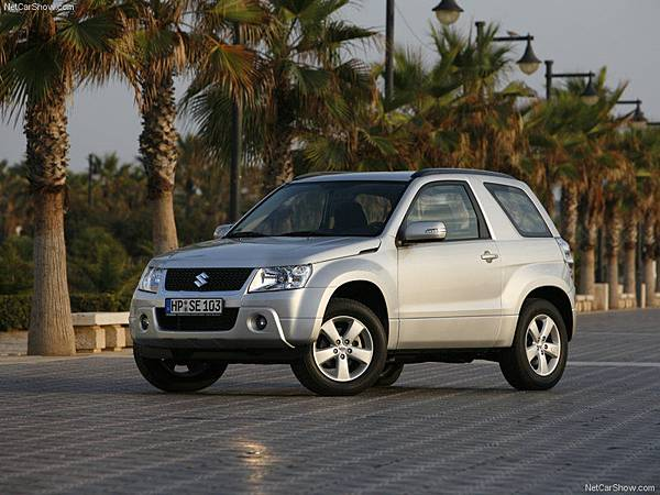 Suzuki-Grand_Vitara_3-door_2009_800x600_wallpaper_02