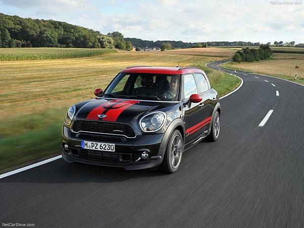 Mini-Countryman_John_Cooper_Works_2013_800x600_wallpaper_07