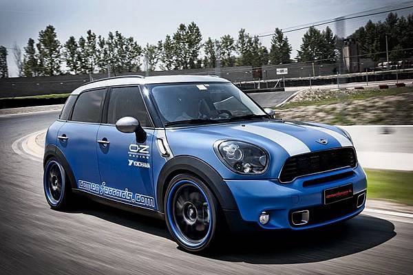 2011-mini-countryman-cooper-s-front-side-view