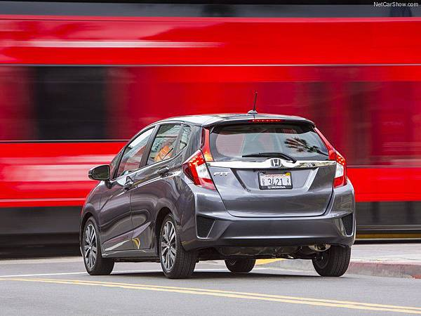 Honda-Fit_2015_800x600_wallpaper_33