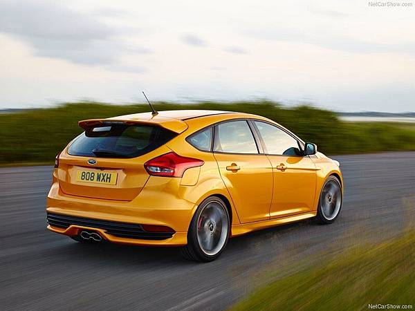 Ford-Focus_ST_2015_800x600_wallpaper_06